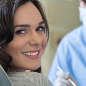 cuanto cuestan los implantes dentales